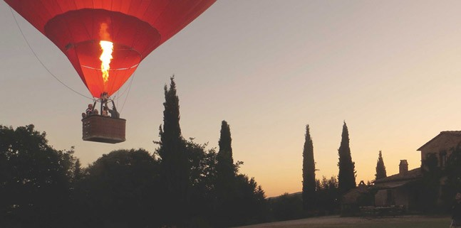 India Tv - Hot air balloons are a popular adventure in Tuscany. We hope that Anushka-Virat include this in their wedding plans.