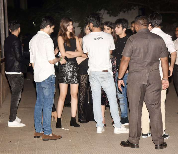 India Tv - Sushant Singh Rajput, Kriti Sanon and Nupur Sanon with friends outside Mumbai restaurant