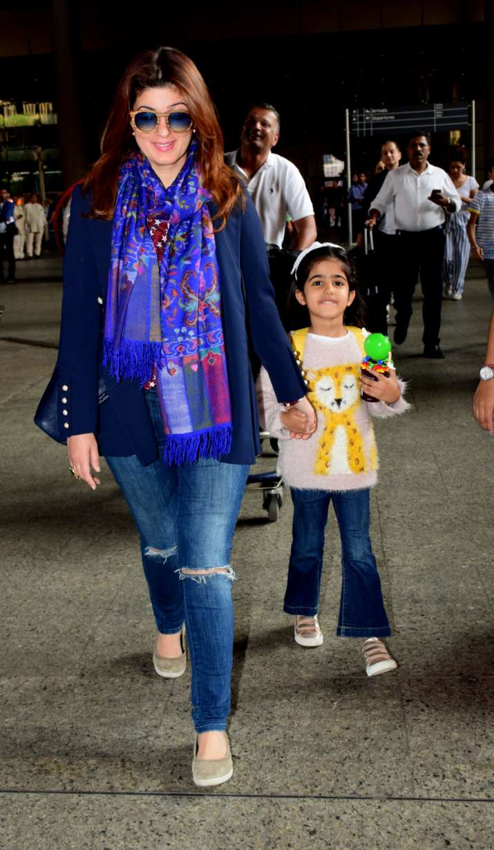 India Tv - Twinkle Khanna with daughter