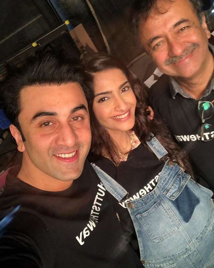 India Tv - Ranbir Kapoor, Sonam Kapoor and Rajkumar Hirani pose for a selfie