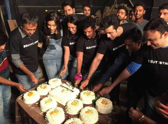 India Tv - Crew members enjoy the party with a cake