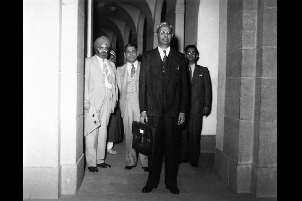 India Tv - India's first Finance Minister, RK Shanmukham Chetty, carrying a trademark budget bag in 1947
