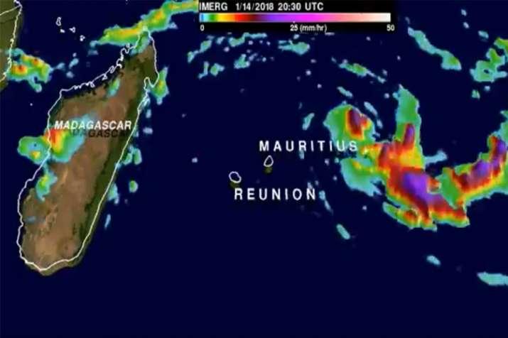 Mauritius closes airport, port as Cyclone Berguitta closes
