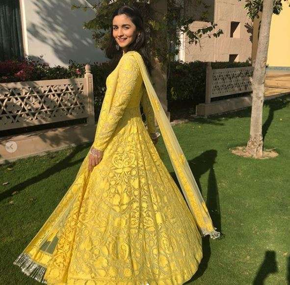 India Tv - Alia Bhatt in splashing yellow (PC: Instagram)