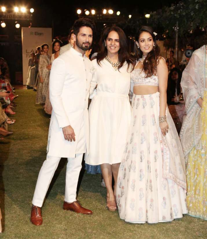 India Tv - Shahid Kapoor and Mira Rajput pose with Anita Dongre at LFW 2018