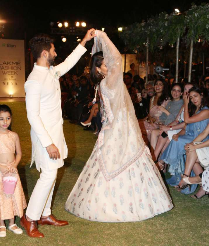 India Tv - Shahid Kapoor and Mira Rajput walked for Anita Dongre at LFW 2018