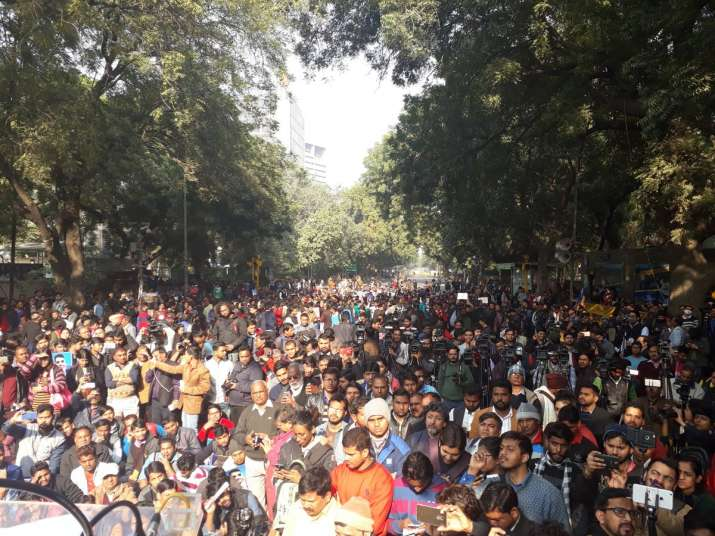 India Tv - Heavy crowd seen at around 2pm at Mevani rally. Image - Twitter. Shehla Rashid.