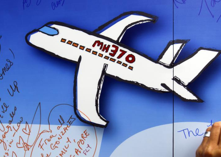 Search for missing Malaysia Airlines flight MH370 resumes