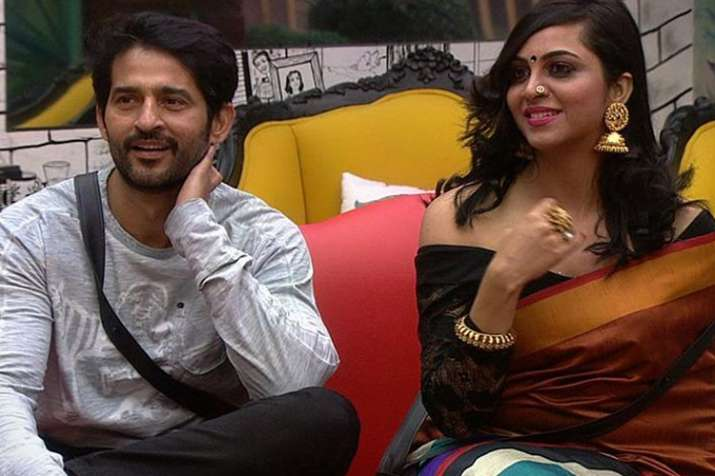 India Tv - Arshi Khan, Hiten Tejwani, Bigg Boss 11