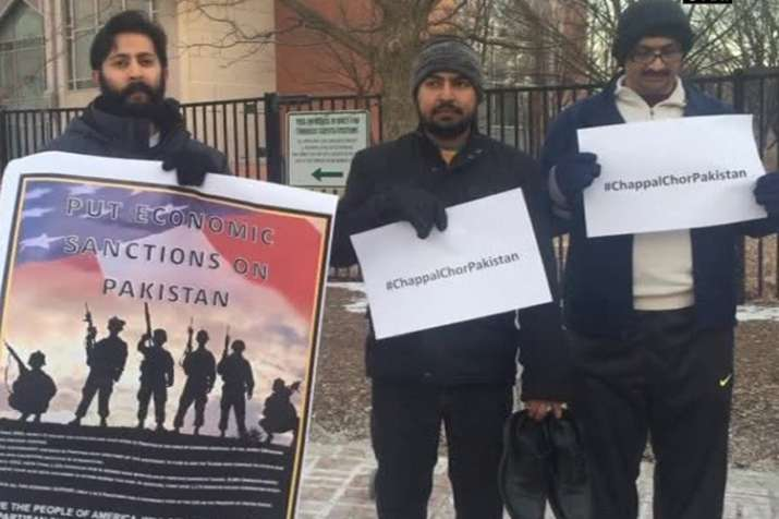 Indians, Balochs carry out 'Chappal Chor Pakistan' protests
