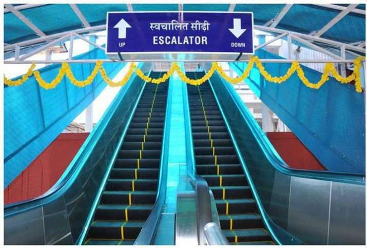 India Tv - Plans to install 3,000 escalators and 1,000 lifts at all major urban and suburban stations across the country are afoot