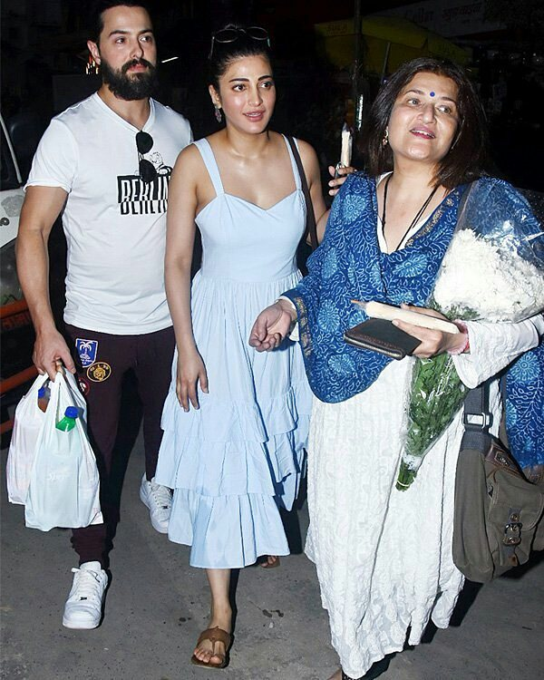 India Tv - Shruti Haasan with her mother and rumoured bf