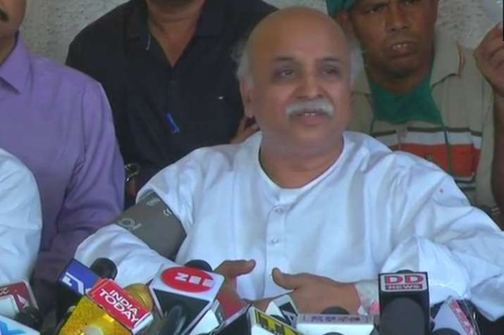 With tears in eyes, Pravin Togadia says 'conspiracies being