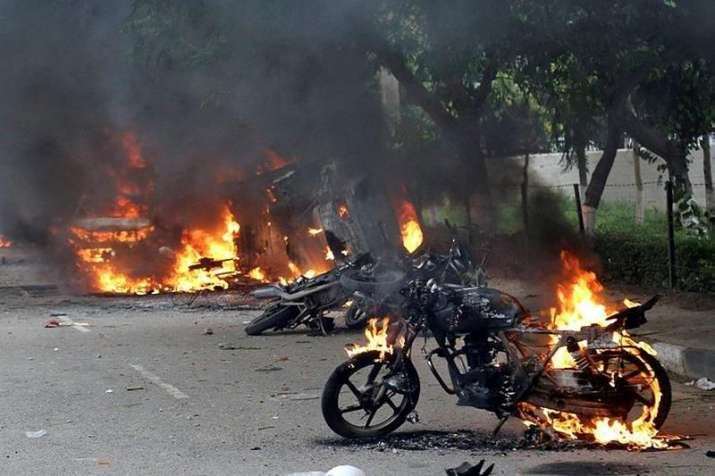 Vehicles burn in violence following Dera Sacha Sauda chief