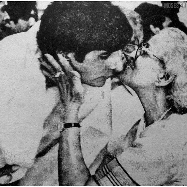 India Tv - Amitabh Bachchan's candid moment with mother