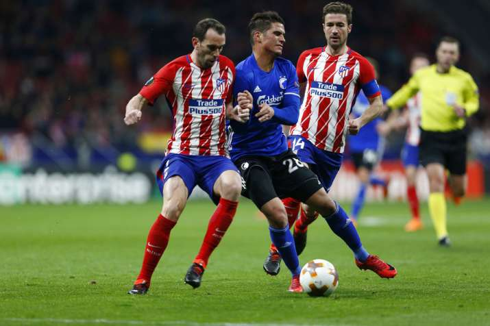 India Tv - Atletico players battle it out
