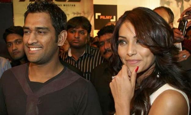 India Tv - MS Dhoni and Bipasha Basu were fast friends.