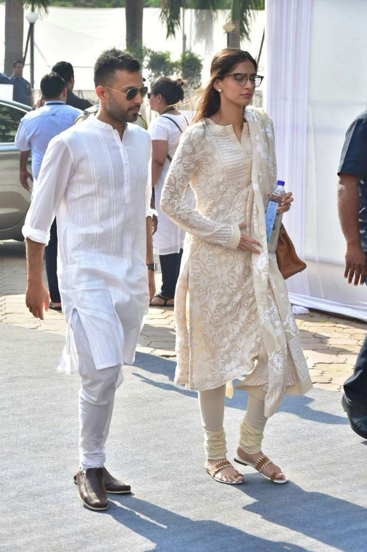 India Tv - sonam kapoor anand ahuja at sridevi funeral