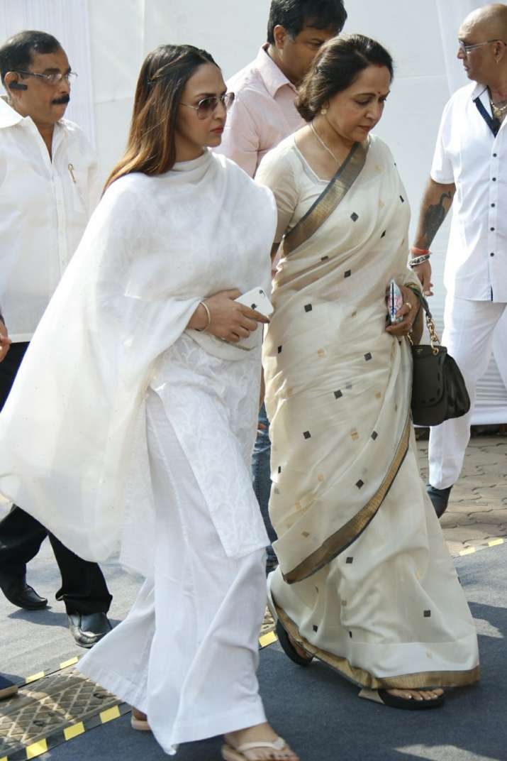 India Tv - Veteran actress Hema Malini arrived with daughter Esha Deol