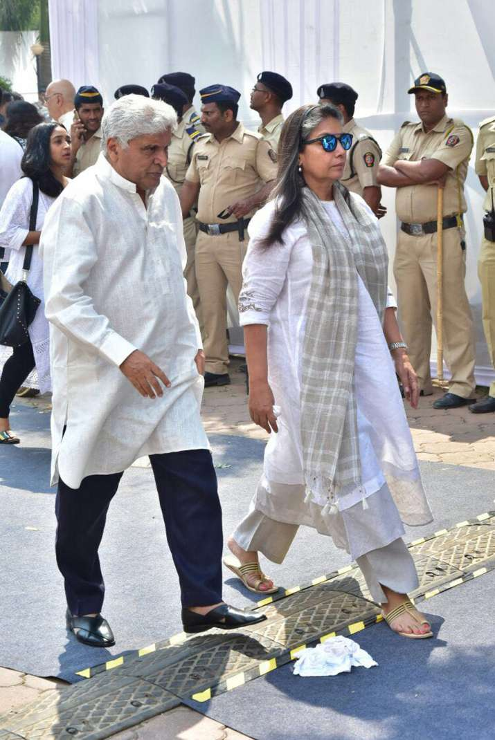 India Tv - Javed Akhtar with wife Shabana Azmi at Sridevi's funeral