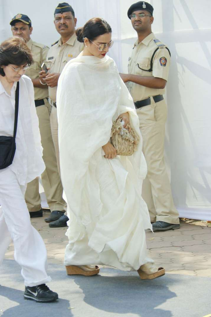 India Tv - Veteran actress Rekha arrives at Sridevi's funeral to pay her last respects