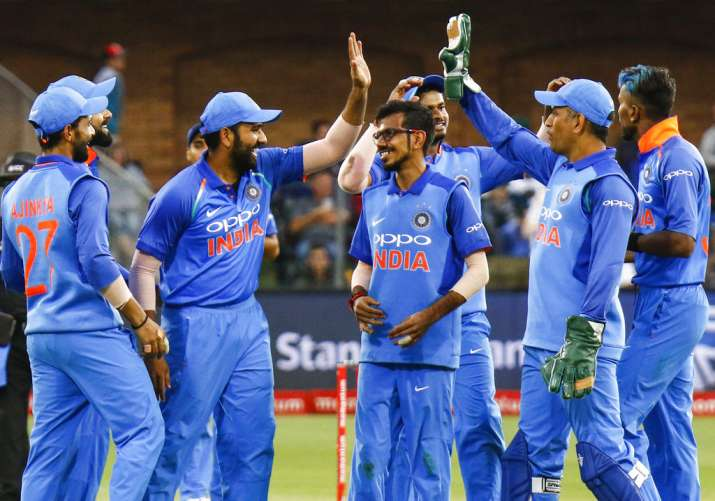 ROHIT SHARMA AND DHONI IN FIELD IN 5TH ONE DAY के लिए इमेज परिणाम