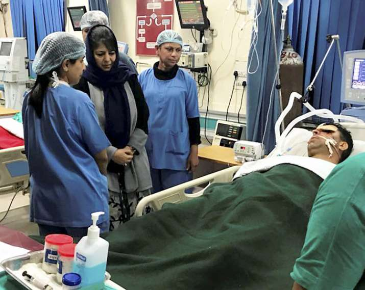 India Tv - Jammu and Kashmir Chief Minister Mehbooba Mufti visits Military Hospital to see injureds of Militant attack in Jammu on Saturday