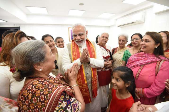 PM Modi also mingled with Indian community at the Shiva