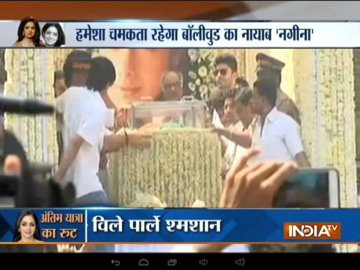 India Tv - Last journey of actress Sridevi - from Celebrations Sports Club in Andheri West to Vile Parle crematorium. Husband Boney Kapoor seen with the mortal remains of actress here.