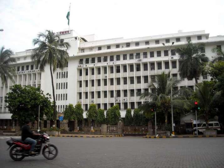 Man attempts suicide outside Maharashtra secretariat;