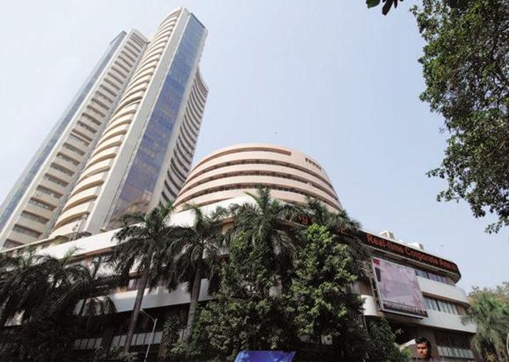 Markets continue to remain weak; Sensex slips 144 points in