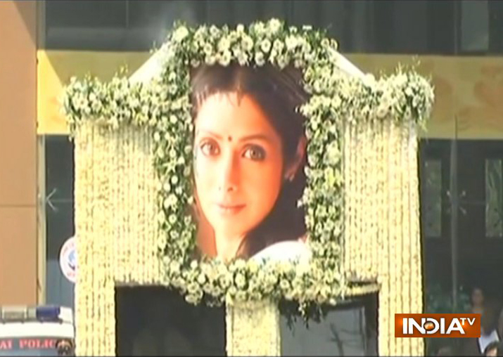 Actress' funeral cortege on way to Vile Parle Crematorium