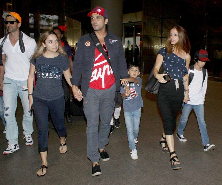 India Tv - Hrithik Roshan with family