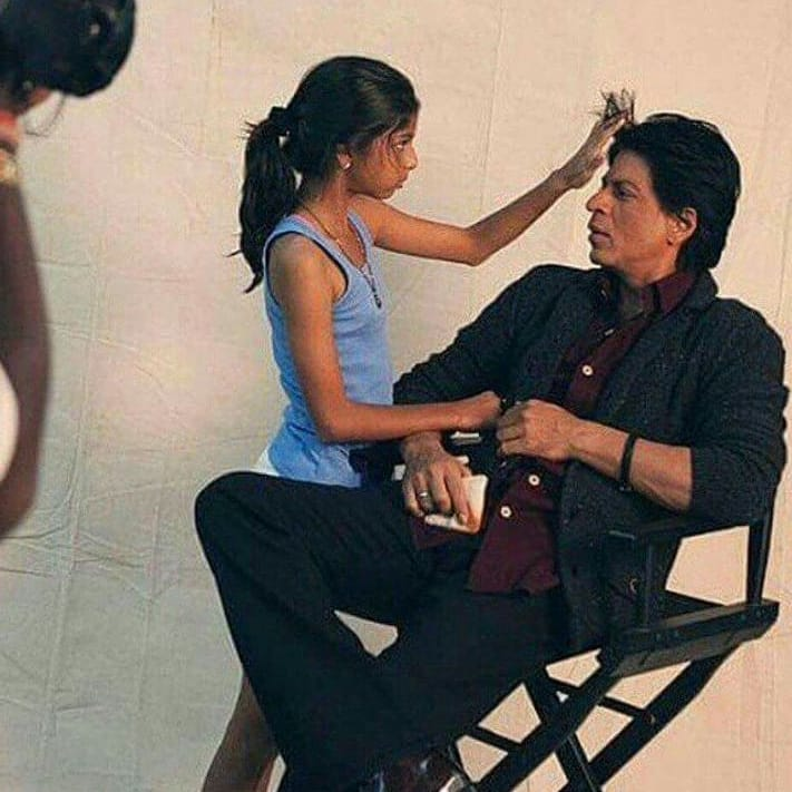 India Tv - Suhana Khan checking out her dad Shah Rukh Khan's hair during shooting.