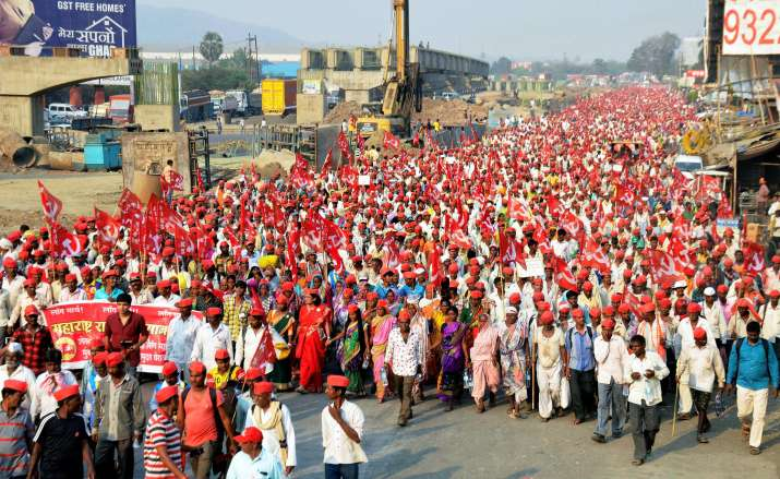 Maharashtra: 30,000 farmers marching for loan-waiver reach