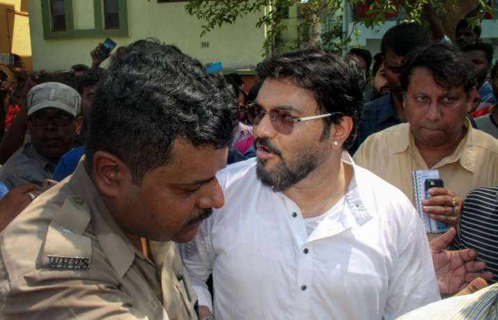 Asansol: Union Minister Babul Supriyo being stopped by