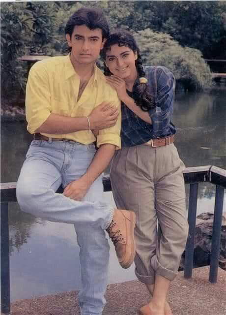 India Tv - Qayamat Se Qayamat Tak stars Aamir Khan and Juhi Chawla pose for a photograph.