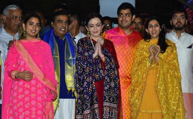 India Tv - The Ambanis at Siddhivinayak temple