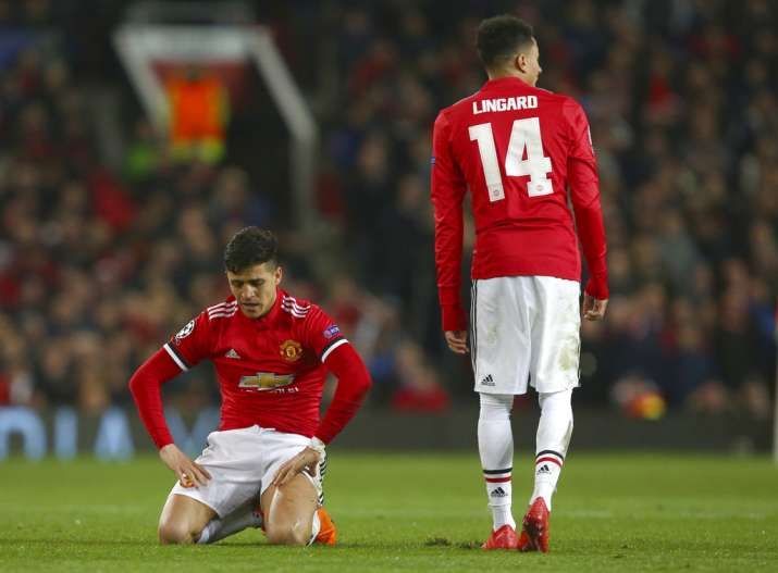 India Tv - Sanchez and Lingard look dejected after losing to Sevilla