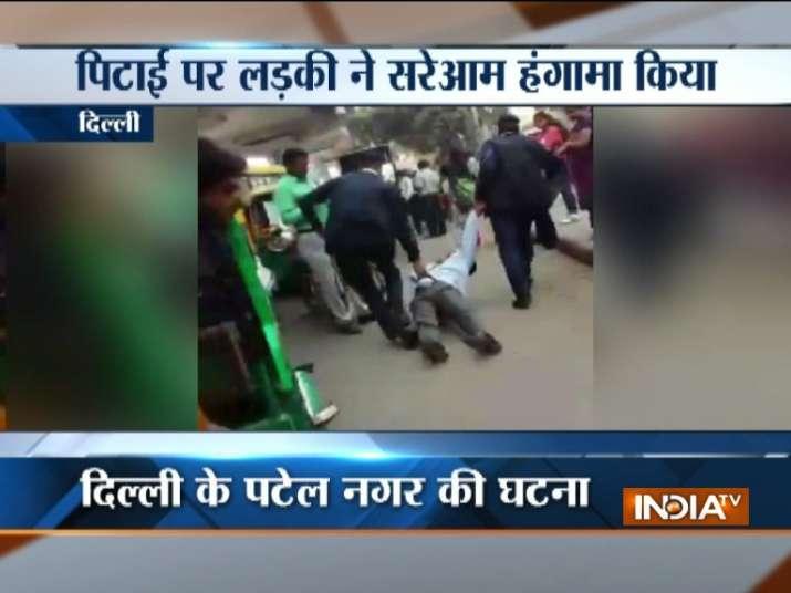 Delhi Traffic Police beats man mercilessly on road, video