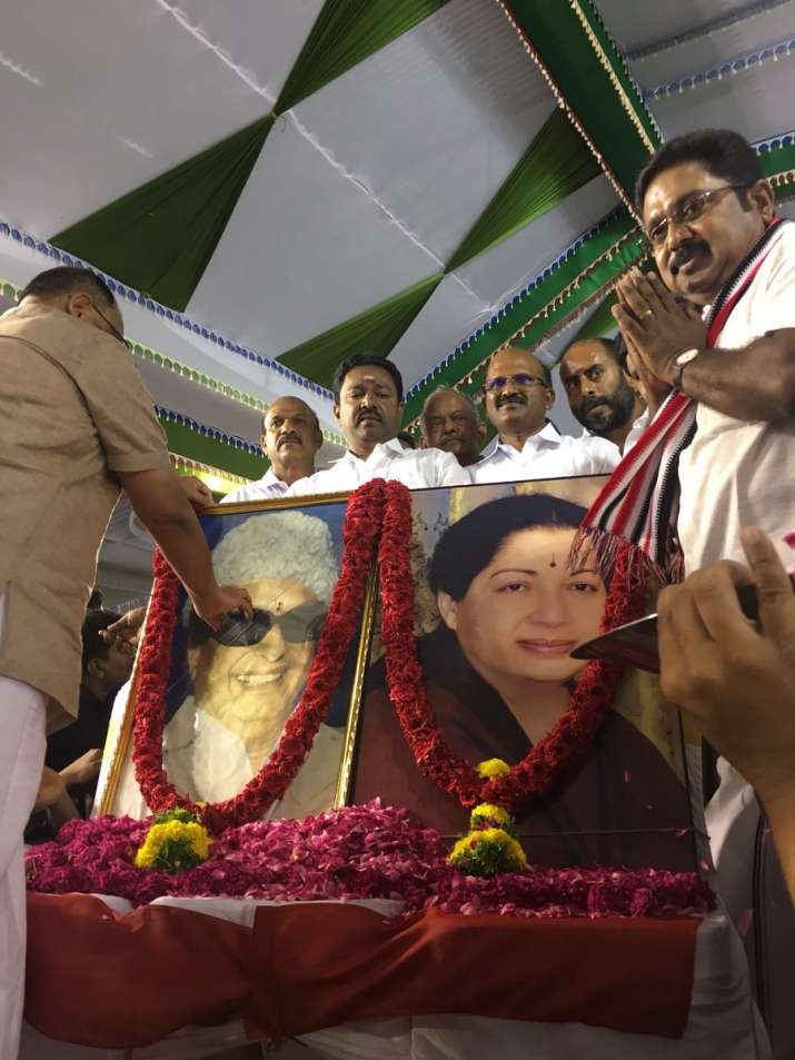India Tv - TTV Dhinakaran seeks blessings of MGR and Jayalalithaa ahead of announcing the name of his political party.