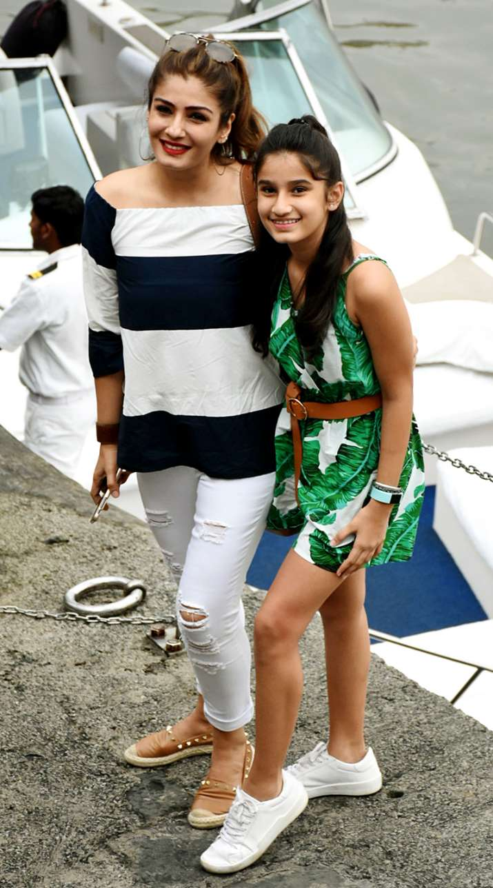 India Tv - raveena with daughter