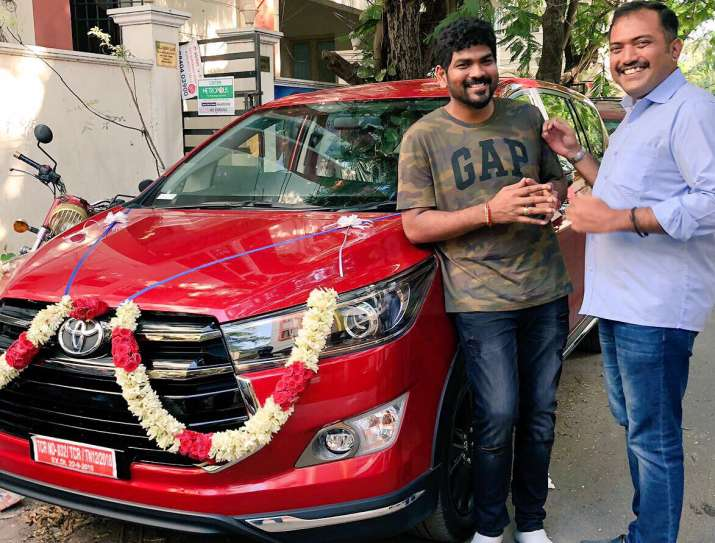 Thaanaa Serndha Kootam actor Suriya surprises Vignesh