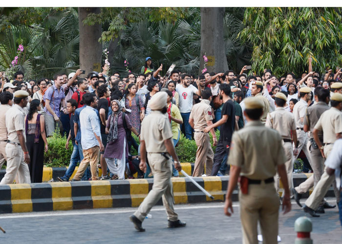 Police try to disperse JNU students as they raise slogans