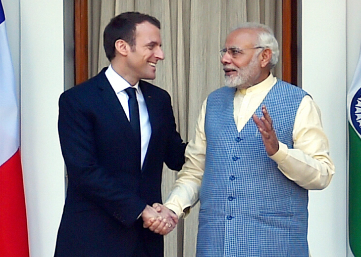 PM Narendra Modi shakes hands with French President