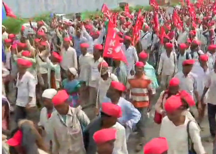 Agitating farmers, carrying red flags, were seen marching