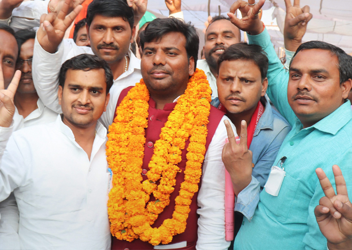 Samajwadi Party candidate Praveen Kumar Nishad flashes