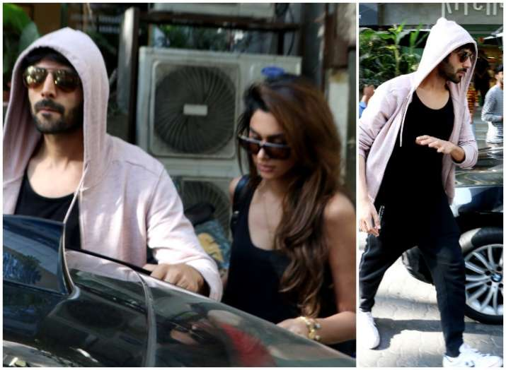 Kartik Aaryan clicked with mystery girl