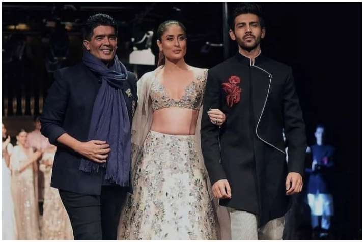 Kareena Kapoor And Kartik Aaryan Walk The Ramp For Manish Malhotra See Pics And Videos Fashion News India Tv