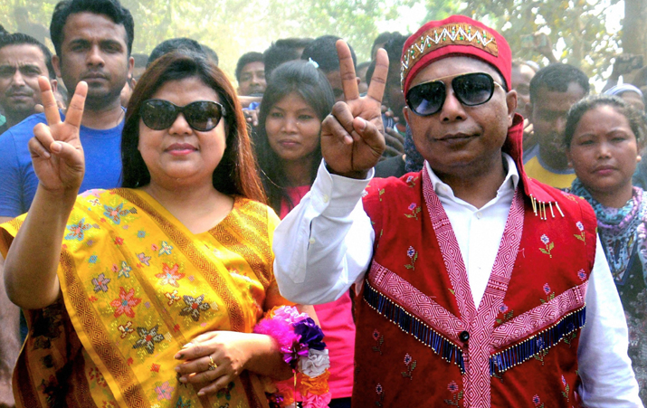 India Tv - Meghalaya Chief Minister and Congress candidate Mukul Sangma along with his wife Dikkanchi D Shira flash victory sign after they won their constituencies in the Meghalaya Assembly elections, at Ampati in South-West Garo Hills on Saturday.